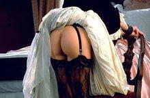 Голые попки, гладкие писечки, задранные юбочки - горячие порно-фото