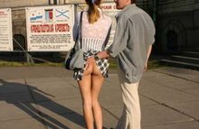 Задрал юбку и не ожидал что там ничего нет!