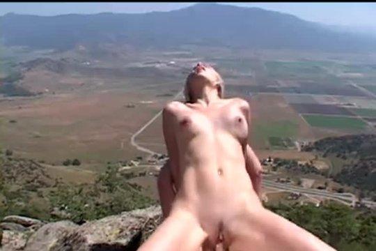 Парочка Уединяется Среди Скал - Смотреть Порно Онлайн