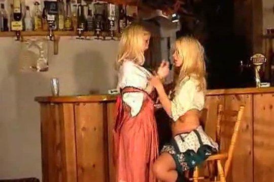 Две Блондинки Оголяют Свои Тела В Баре - Смотреть Порно Онлайн